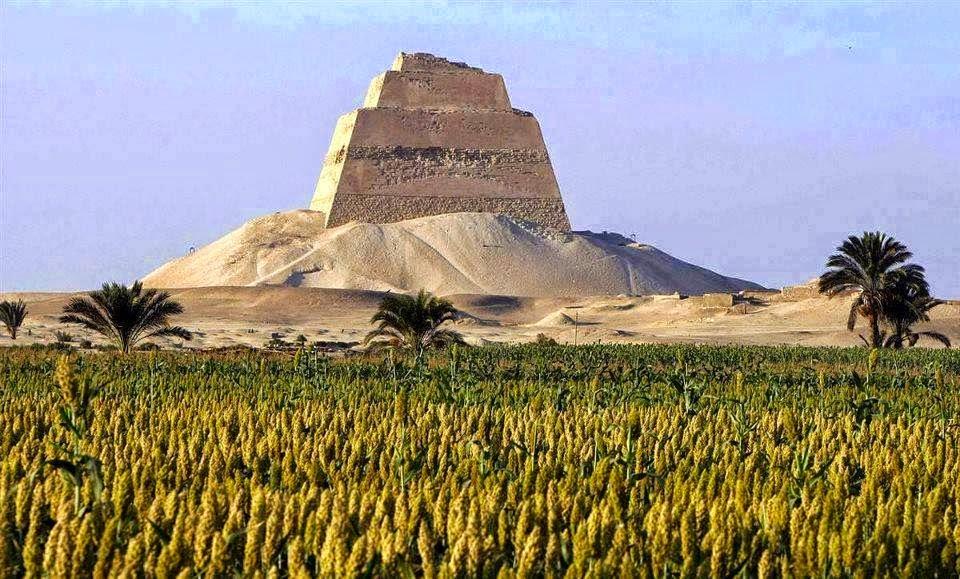 Resultado de imagen para la piramide roja en egipto con revestimiento