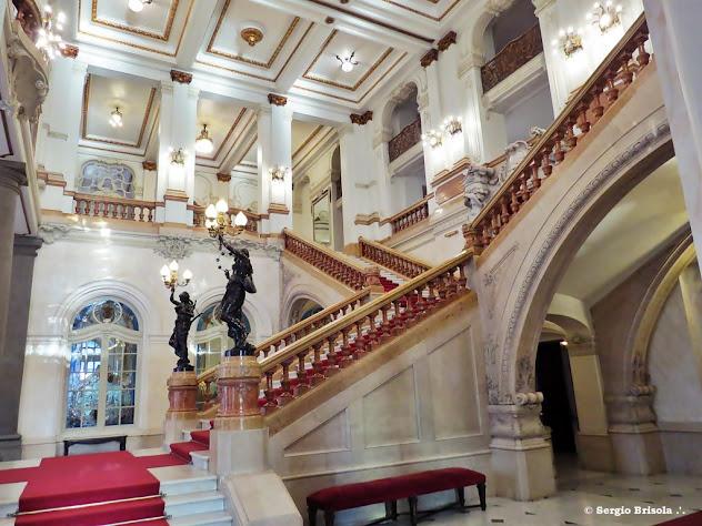 Detalhes com vista lateral da Escadaria Nobre do Teatro Municipal - Centro - São Paulo