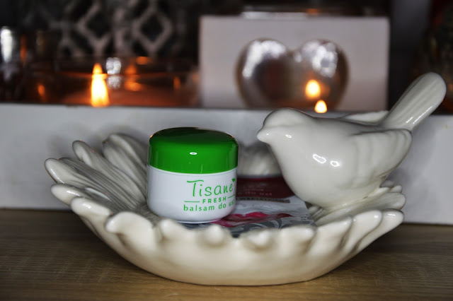 Balsam do ust Tisane Fresh i peeling cukrowy Crystal Scrub.