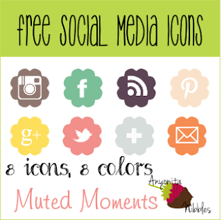 8 free social media icons with scalloped edges