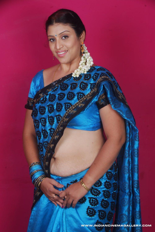 Aishwarya Rai: Uma Hot Saree Navel