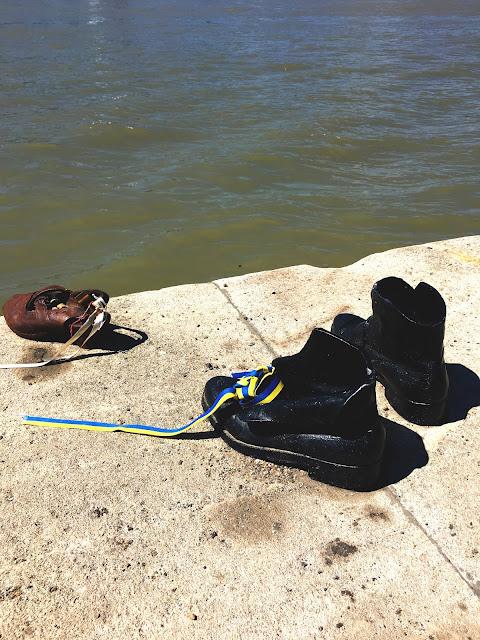 Buty na Dunajskiej Promenadzie