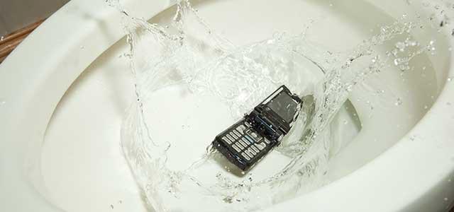 Cara Pertolongan Pertama untuk Smartphone Terkena Air 2