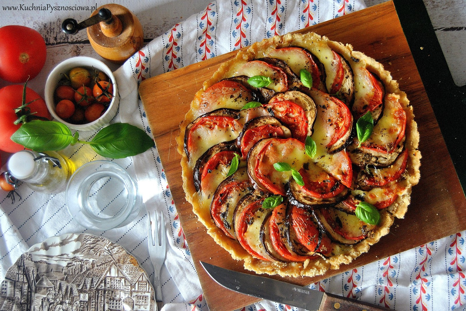 547. Tarta z pomidorami, bakłażanem i serem mozzarella