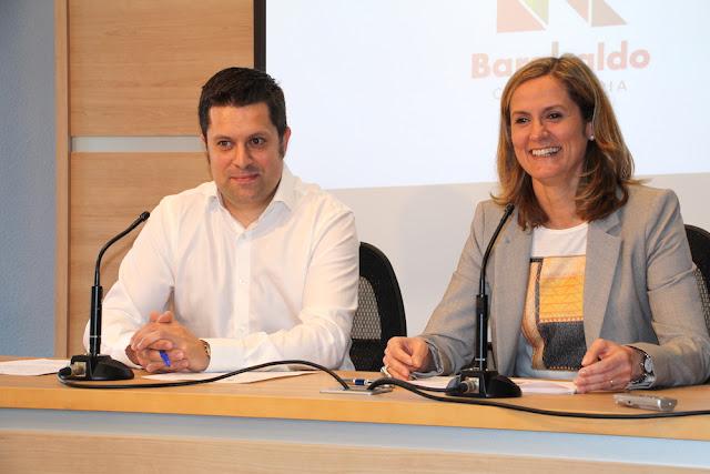 El concejal de Hacienda, Danel Sola, y la alcaldesa, Amaia del Campo