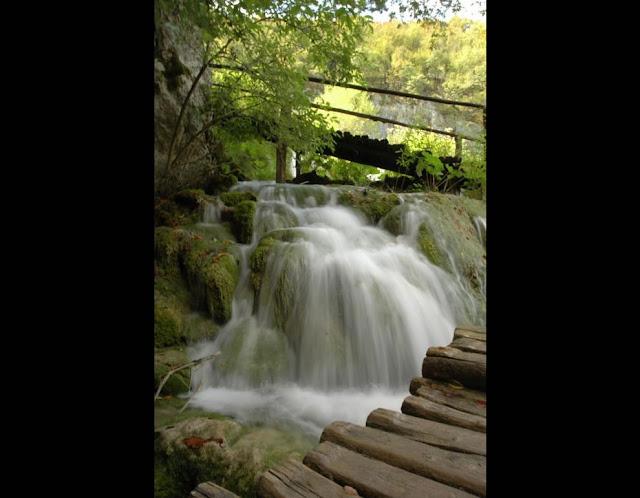 جولة سياحية أجمل البلاد مستوى العالم كرواتيا بليتفيتش Cascading-water-at-Plitvice-Lakes.jpg