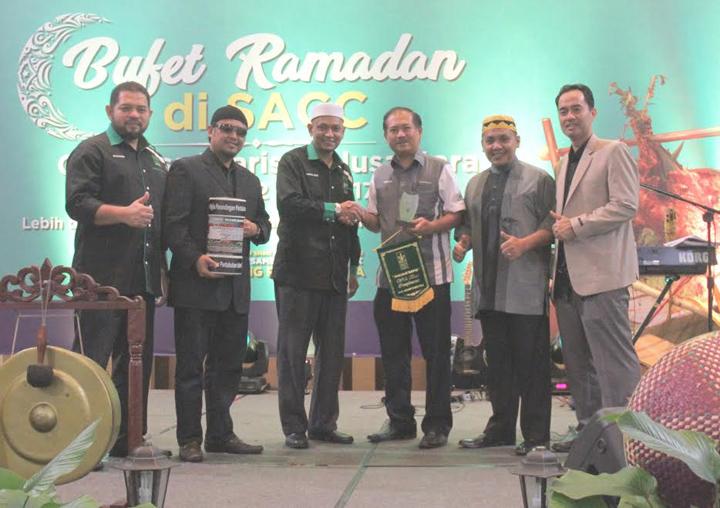 Buka puasa sambil beramal di bufet ramadan SACC 2017