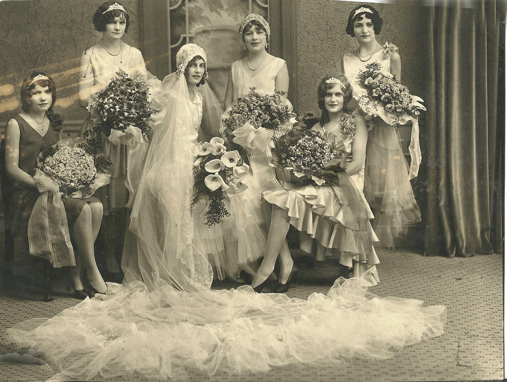 50 Fascinating Vintage Wedding Photos From the Roaring 20s