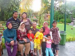 Jalan-jalan keliling kota dengan keluarga