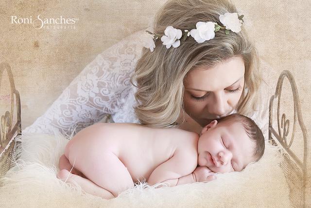 newborn com a mamãe