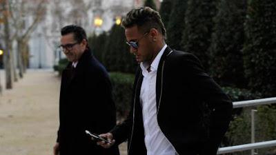 Neymar vướng lùm xùm trốn thuế