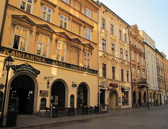 """Kamienica """"Belzowska"""", w której obecnie mieści się kawiarnia """"Jama Michalika"""""""