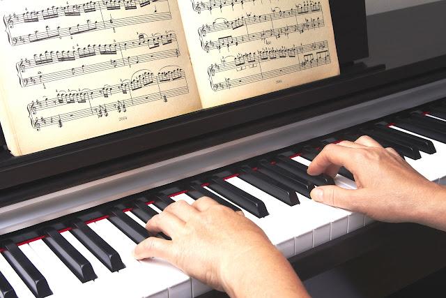 Tập phối hợp 2 tay sau khi đã tập nhuần nhuyễn từng tay trên Piano