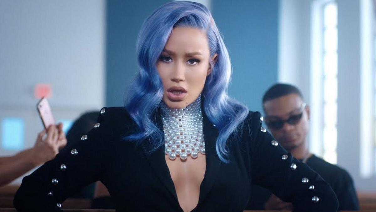 """Com o mesmo produtor de Cardi B, música de retorno da australiana tem sido comparada com o hit """"Money""""."""