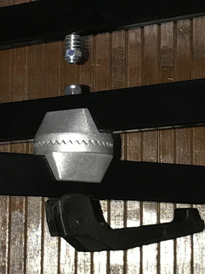 キーボードスタンド高さ固定金具写真2