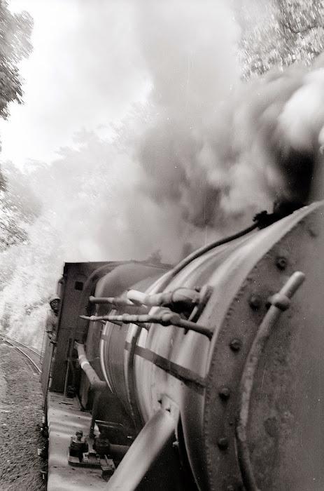 Mysore, Mysuru, Karnataka, locomotive Tata, © L. Gigout, 1990