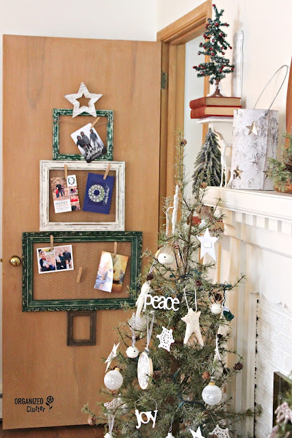 Thrifted Frame Christmas Tree Card Holder #chickenwire #frameideas