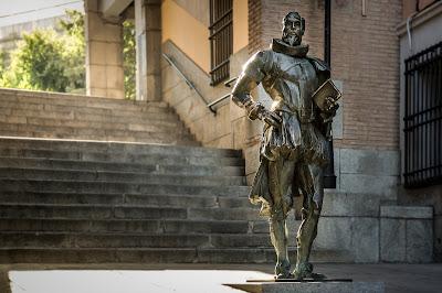 Cervantes, al pie del Arco de la Sangre :: Canon EOS5D MkIII | ISO100 | Canon 24-105 @65mm | f/4.0 | 1/60s