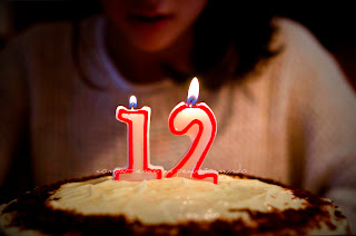 Resultado de imagen de 12 años en una tarta