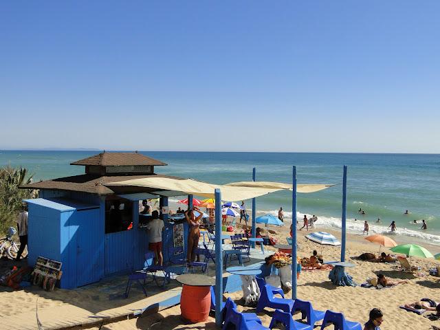 Chiringuito a pie de playa en Zahora