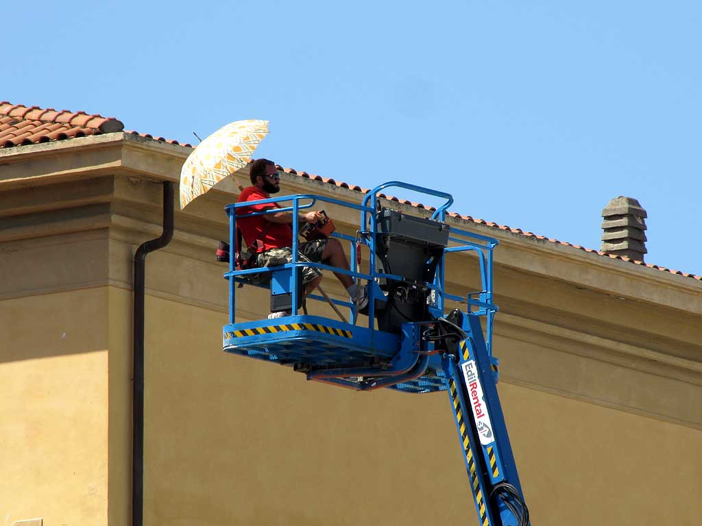 Remote control of a cherry picker, Livorno