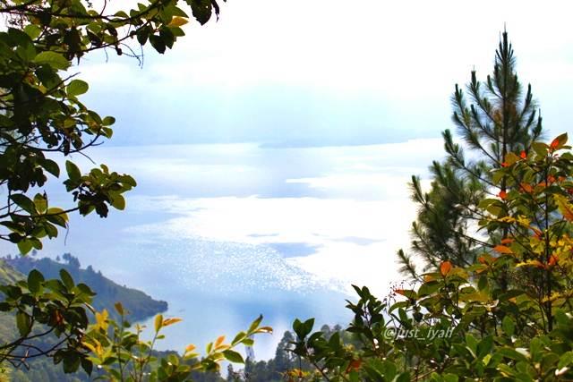 Panorama Danau Toba dari puncak Aek Nauli