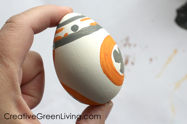 how to decorate easter eggs to look like BB8 from Star Wars