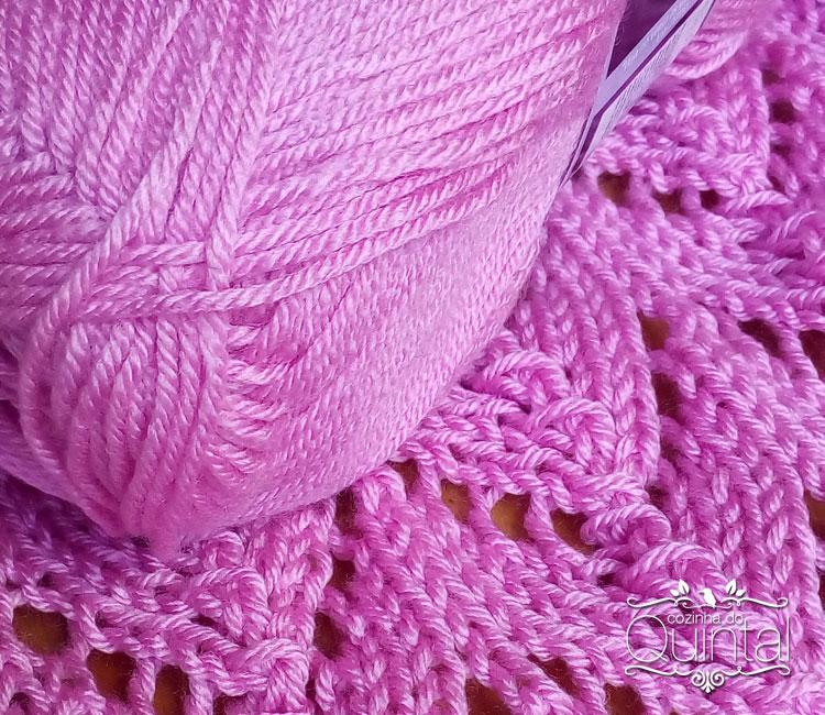 A lã é linda, e olha que eu nem sou do rosa! Amei o tom, a cintilância, a maciez.