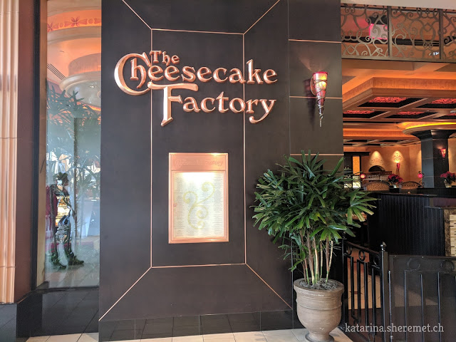 Cheesecake factory ресторан