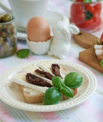 kanapki z serem pleśniowym, co z sera pleśniowego, ser pleśniowy, camembert, kanapki, co na śniadanie, daylicooking