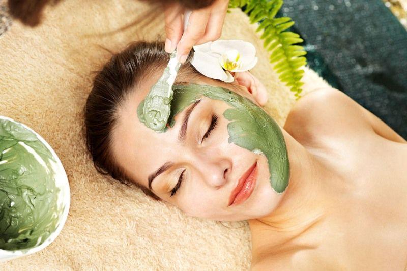 Cách làm mặt nạ rau chân vịt giúp cho làn da mịn màng