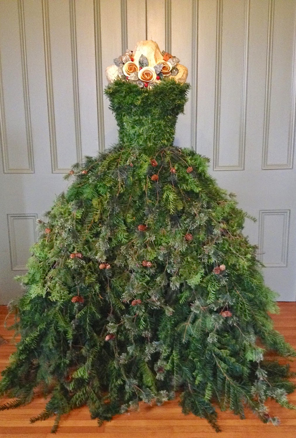 the dusty victorian christmas tree dress 2014 diy the countess 39 new gown. Black Bedroom Furniture Sets. Home Design Ideas