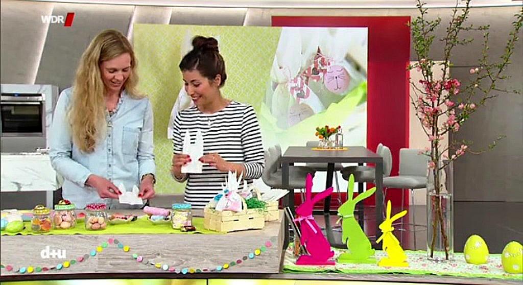 "WDR Sendung ""daheim+unterwegs"", hinter den Kulissen, im WDR Studio, Frollein Pfau DIY Bloggerin Köln, Moderatorin Laura Rohrbeck, Oster DIY basteln, Osterhasentüten Hasentüten aus Butterbrottüten basteln"