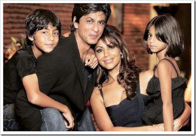 Shahrukh khan with wife, son and daughter