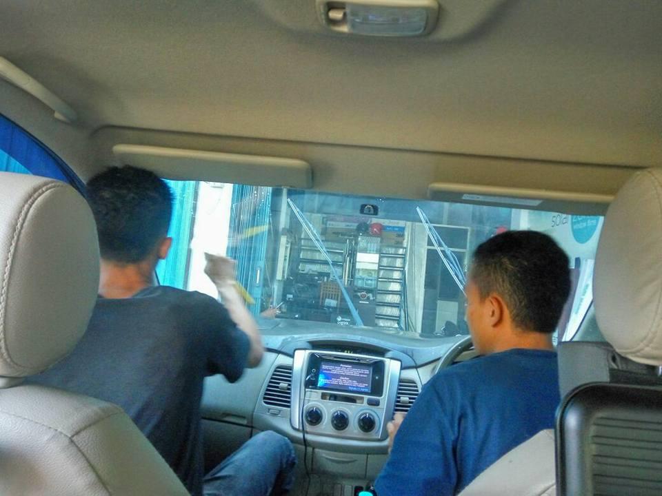 jasa pasang kaca film V-Kool untuk mobil Nissan Grand Livina