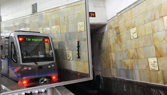 В московском метро поезд врезался в стену
