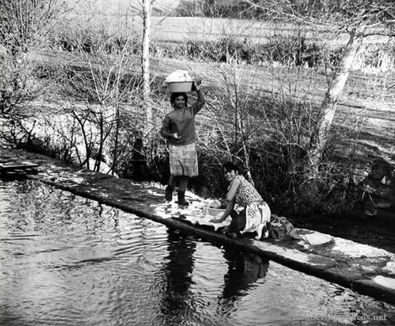muchachas-gitanas-lavando-miño
