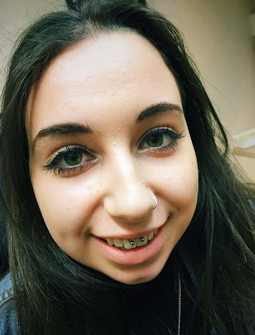 smiley piercing kimlere yakışır