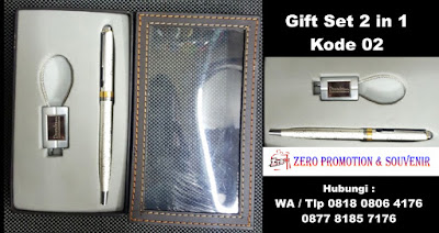 souvenir gift set pen and keychain, Business Gift 2in1, Gift Set : METAL PEN & GANTUNGAN KUNCI yang dapat disablon dan di grafir logo sesuai keinginan anda cocok untuk paket Barang Promosi Kantor