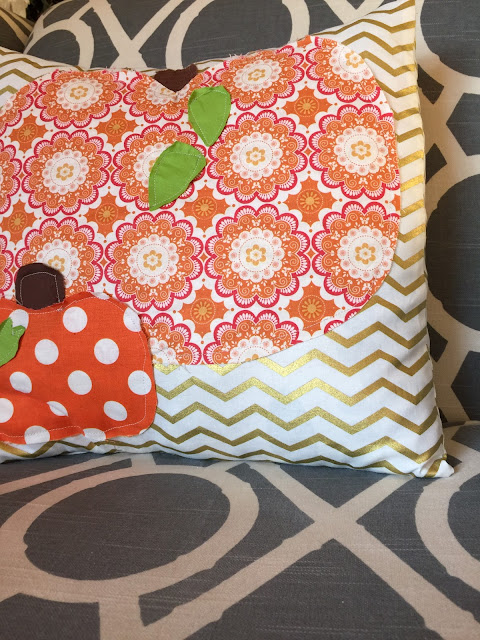 How to FMQ and Raw Edge Applique a Design on a Pillow for Fall with Pumpkins