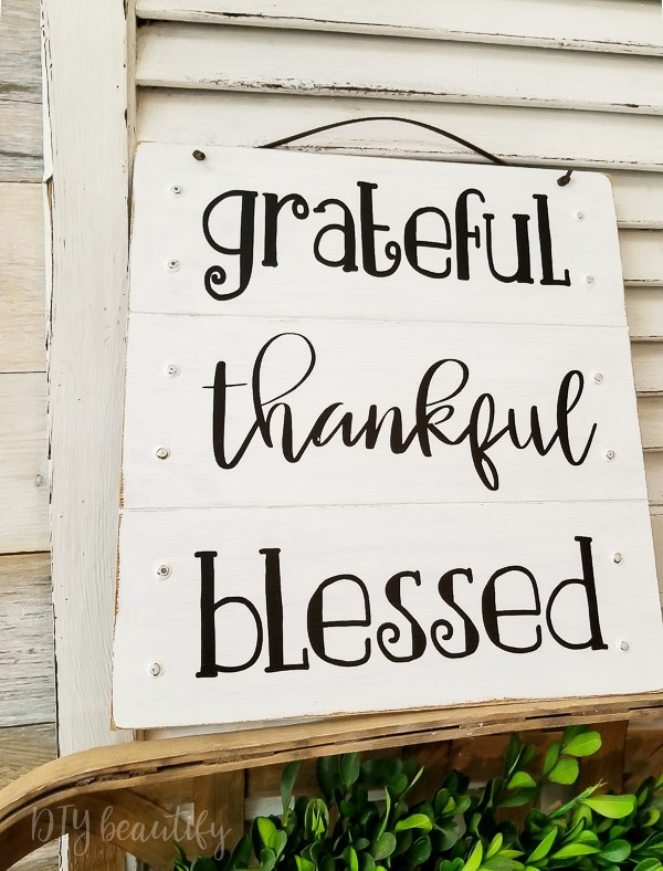 grateful, thankful, blessed DIY sign for fall
