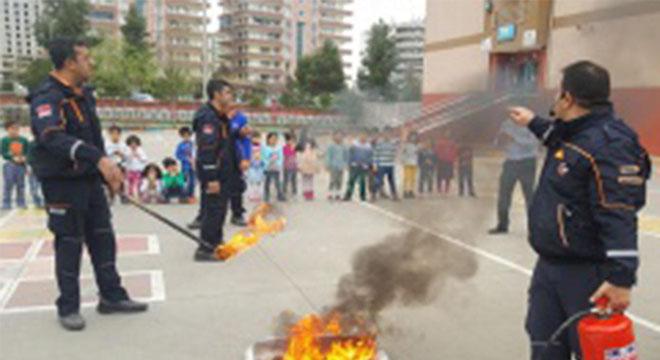 Alikuşçu İlkokulu öğrencilerine yönelik deprem ve yangın tatbikatı