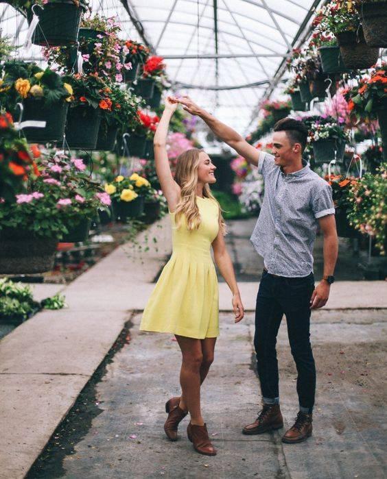 Love Romantic Sms Text for Girlfriend Boyfriend