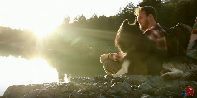 Gorilla Entertainment: Ταξίδι με longboard στην λίμνη του Αώου (ΒΙΝΤΕΟ)
