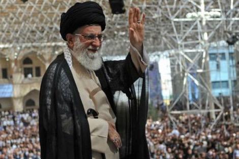 """احتجاجات إيران تضع خامنئي ونظام """"ولاية الفقيه"""" في فوهة بركان"""