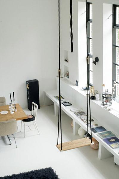 balancoire interieure design loft murs blancs