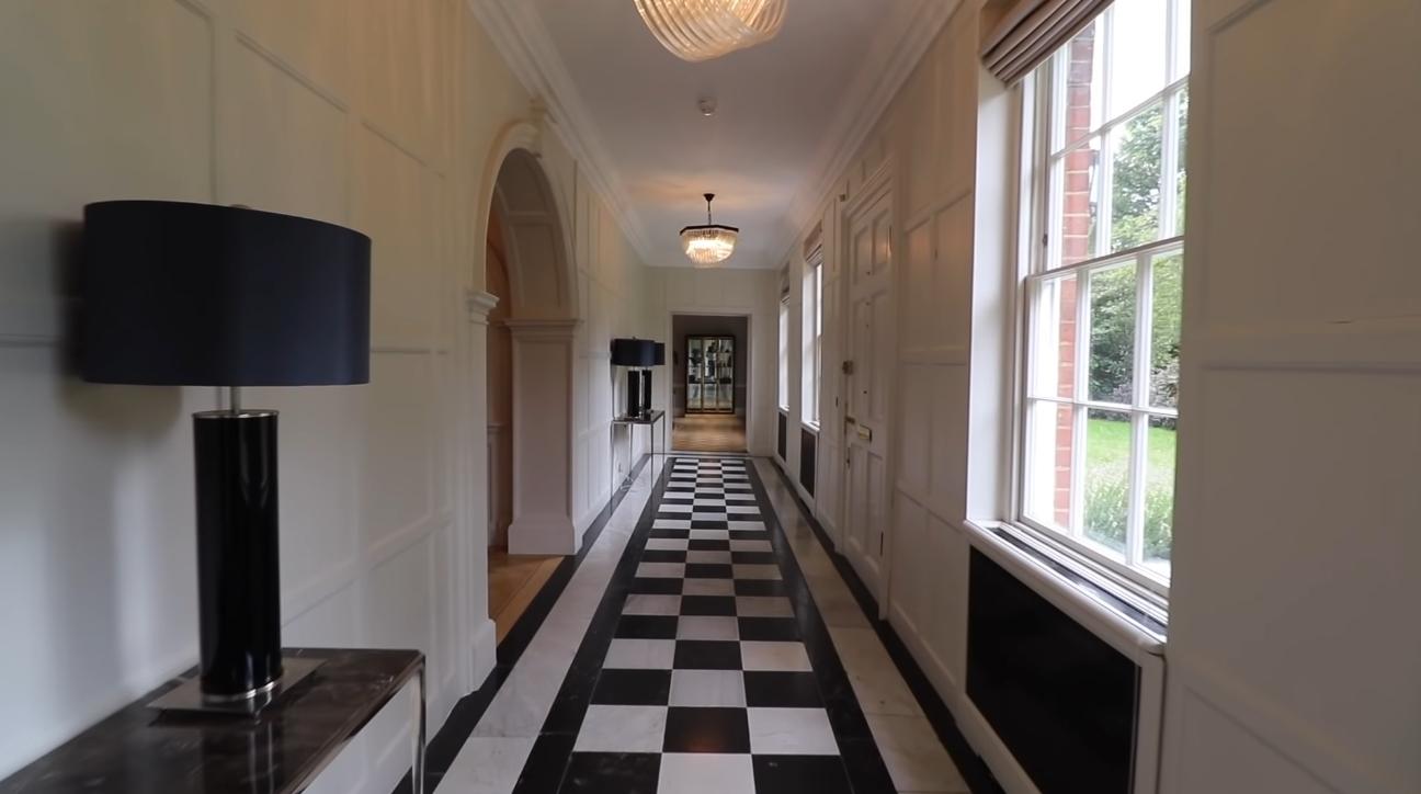 16 Photos vs. Hampton Court Road, East Molesey, Richmond UK Mansion Interior Design Tour