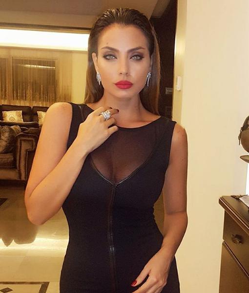 خبيرة الموضة دجا حجازي جميلة من لبنان