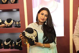 Sandalwood star Shwetha Srivatsav inaugurates Asia Jewels Fair 2017