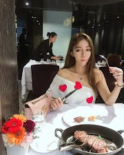 Food&babe: Asian girl eating a delicious steak [7pics, 3vids]